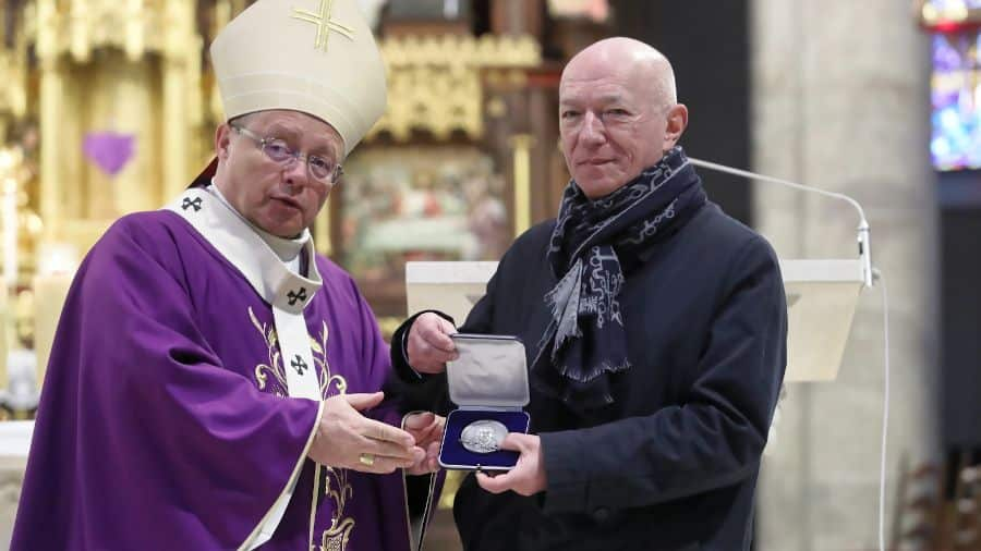Prof. Zbigniew Ćwiąkalski uhonorowany Medalem 75-lecia misji Jana Karskiego